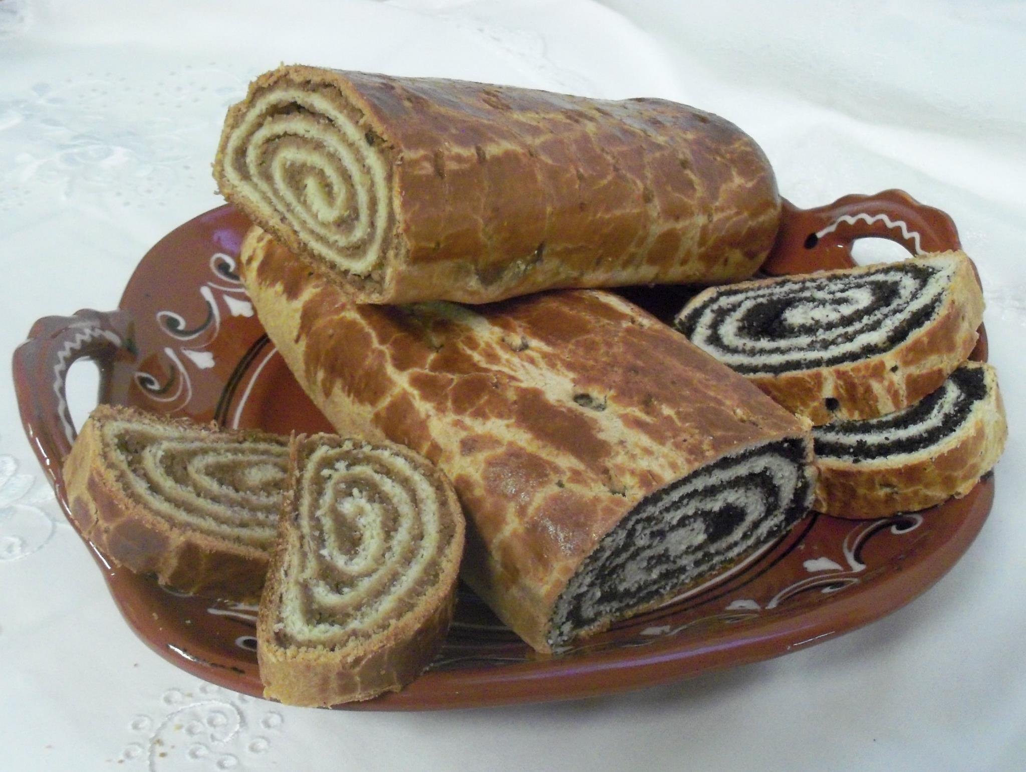Bejgli húsvétra / Nut and poppy seed rolls for Easter